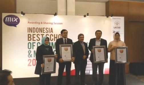 UI Raih Indonesia Best Graduate School of Communications and Management 2015