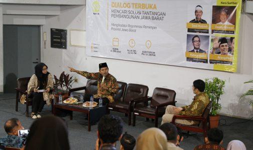 Mencari Solusi Terbaik Pembangunan Jawa Barat di Acara Diskusi 4 Tokoh