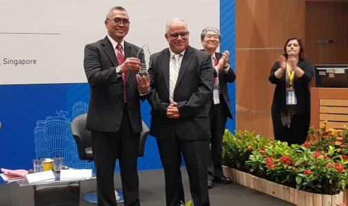 Dekan FIA UI Eko Prasojo Terima Penghargaan atas Kontribusi Pengembangan Ilmu Administrasi Kancah Dunia