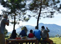 Dosen UI Bina Pengelola Kemping Gunung Luhur Cisarua untuk Hadapi Wisata di Era Normal Baru