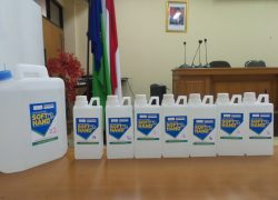 UI Distribusikan Cairan Hand Sanitizer bagi Tenaga Kesehatan